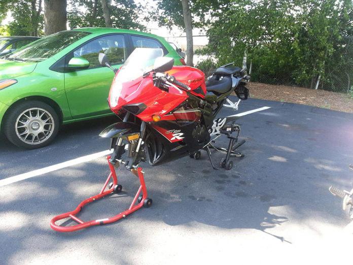 Furti di ruote, si ma questa volta è una moto…