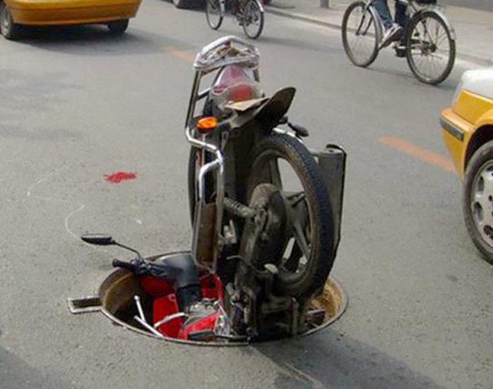 Lo scooter consapevole, cerca di ritornare nelle fogne