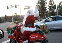 In vespa con Babbo Natale