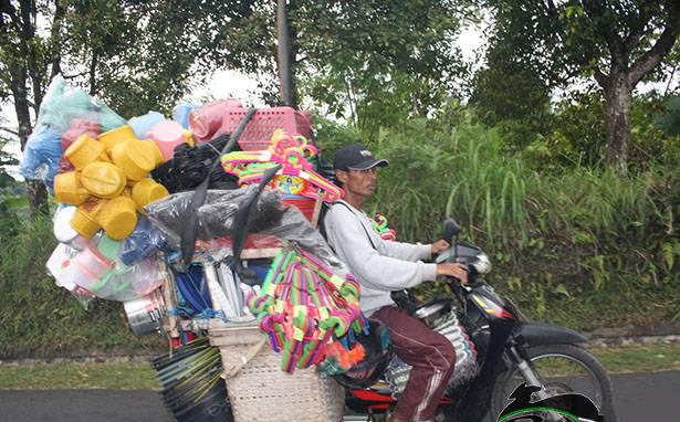 Il venditore ambulante in moto, lavori innovativi.