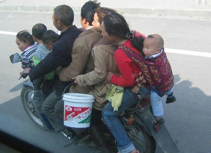 Andiamo in moto con tutta la famiglia, lo fai nel modo giusto?