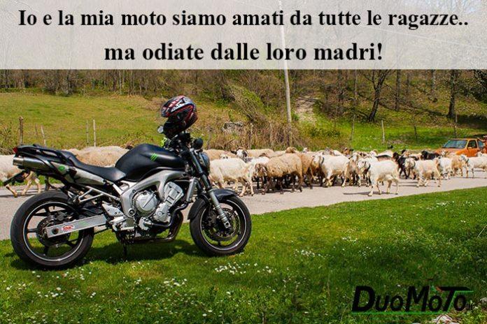 Frasi Divertenti - Io e la mia moto siamo amati da tutte le ragazze