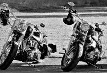 parcheggiare moto marcia o folle