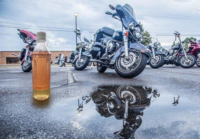 rimuovere acqua dal serbatoio di una moto